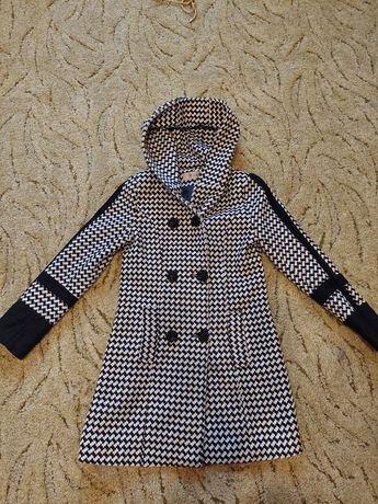 Весеннее женское пальто 36 р.