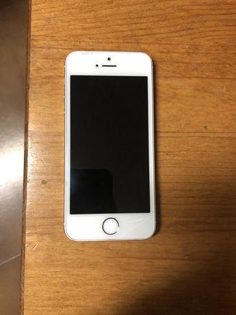 IPhone 5s com capa, sozinho sem qualquer outro acessório
