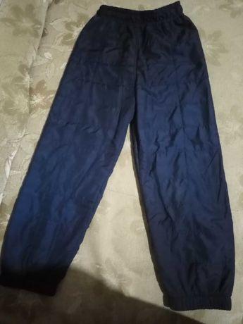 Продам штаны плащевка демисезонные для девочки.