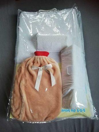 Materac antykolkowy dla niemowlaka.