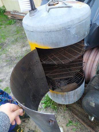 Boiler przerobiony na gril/wedzarnia