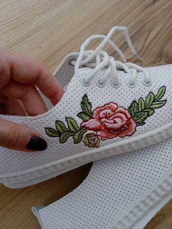 Nowe sportowe buty r. 38