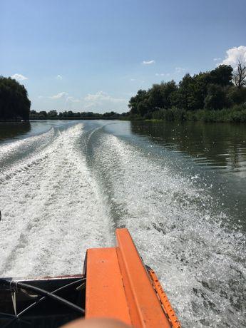 Прогулки на крытых скоростных катерах по Дунаю ( город Вилково)