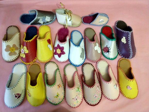 Розпродаж дитячого домашнього взуття з натуральної шкіри ручної роботи