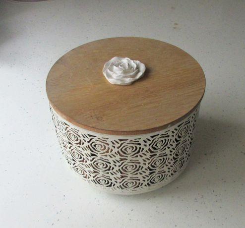 Szkatułka pojemnik pudełko naczynie na cukierki lub orzechy... śliczne