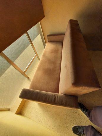 Sofa de 3 lugares pano aveludado