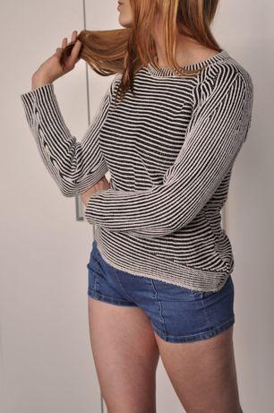 Cienki sweterek w pasy paski czarno białe asymetryczny