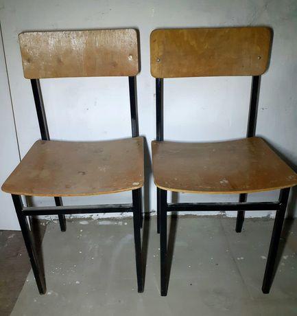 Krzesła szkolne 2 sztuki.