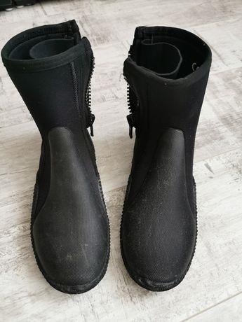 Buty i rękawice do nurkowania
