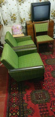 Кресла 2шт. из ГДРовского гарнитура ,чистые без пятен.