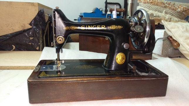 Maquina de costura singer em bom. Estado.