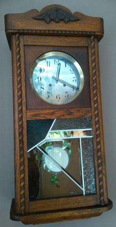 Stary zegar z pięknym witrażem, pełnopłytowy