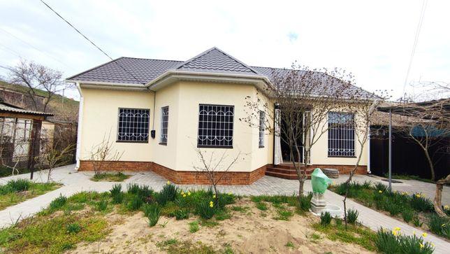 На май, лето дом в Каролино-Бугаз в прибрежной зоне.