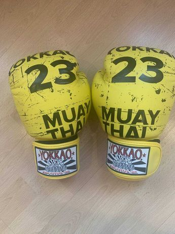 Перчатки YOKKAO Urban Muay Thai Boxing Gloves Yellow 10oz