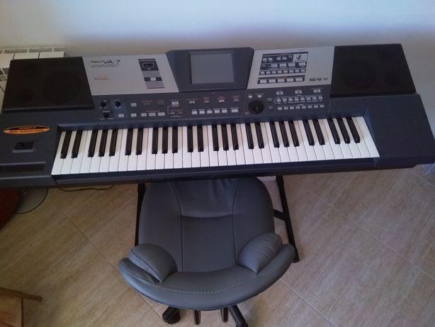 Roland VA7 com muito pouco uso e sempre  utilizado em casa