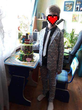 Костюм нарядный на мальчика 9-10 лет