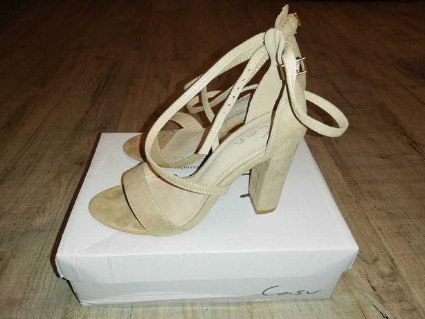 Damskie sandały na słupku