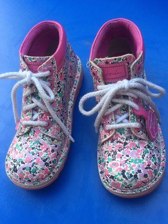 Ботинки для девочки Kickers