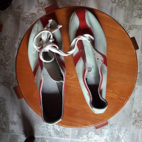 Спортивне взуття , спортивная обувь
