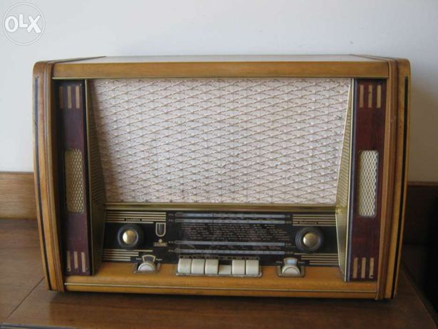 Móvel Rádio e Gira-Discos Kaiser