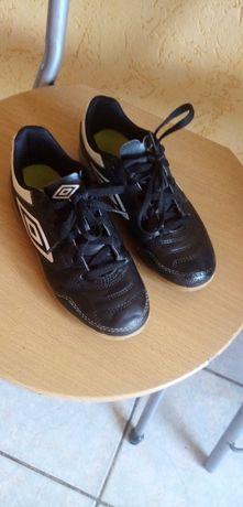 Sprzedam buty dla chłopca UMBRO Roz.32.5 wkładka ( 21 cm) stan B. D