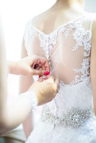 Suknia ślubna księżniczka biała, kamienie swarovskiego, rozmiar 36
