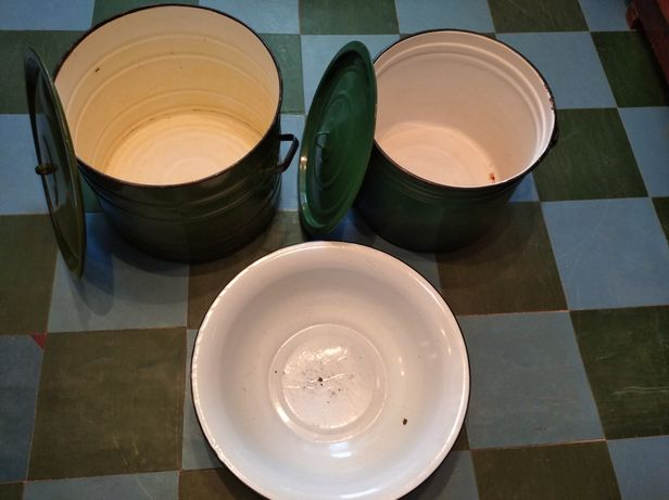 Продам эмалированную посуду большой емкости