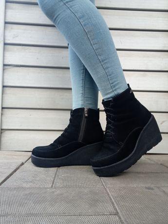 зимние замшевые ботинки женские чёрные высокая подошва