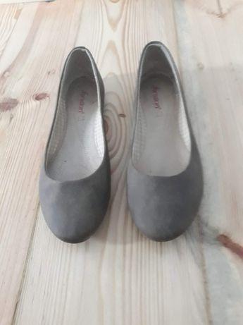 Baleriny, pantofle, szpilki, mokasyny