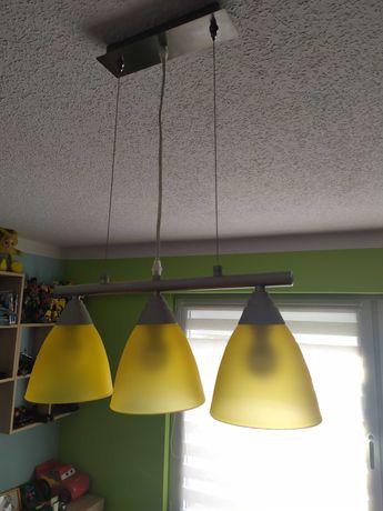 Żyrandol żółty z trzema żarówkami