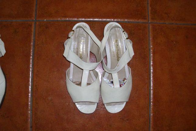 Vendo Lindas sandálias