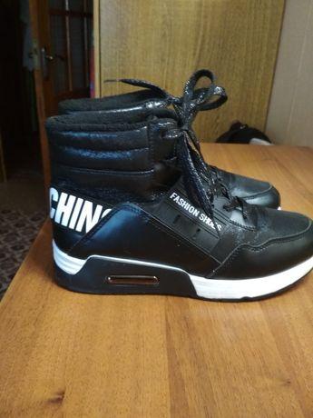 Новые ботинки 39 размер