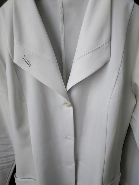 Продам медичний халат в хорошому стані