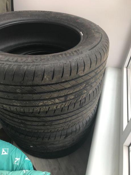 Продам комплект шин Bridgestone Alenza 225/65 R17 102H, як нові