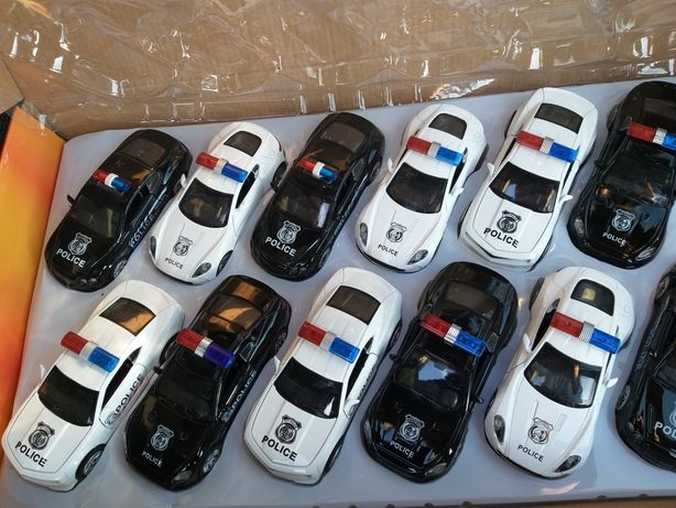 Metalowe autka policja, otwierane drzwi i napęd oraz dźwięk i światła