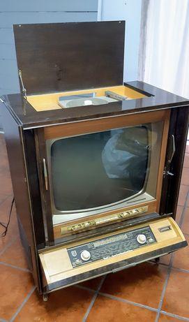 Radio TV antigo a funcionar