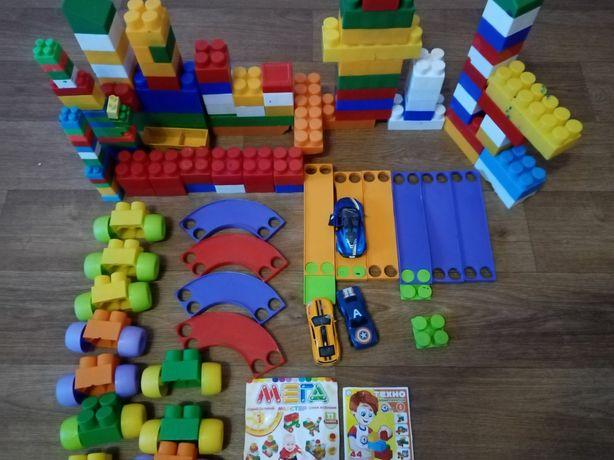 Кубики пазлы,лабиринты,мостики машины 100шт Цена 300гр
