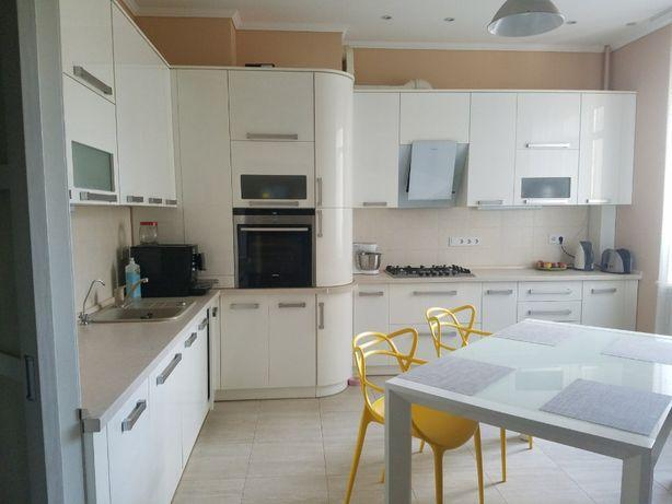 Шикарная 2к квартира с ремонтом и мебелью в Рич Таун Буча за 83000$