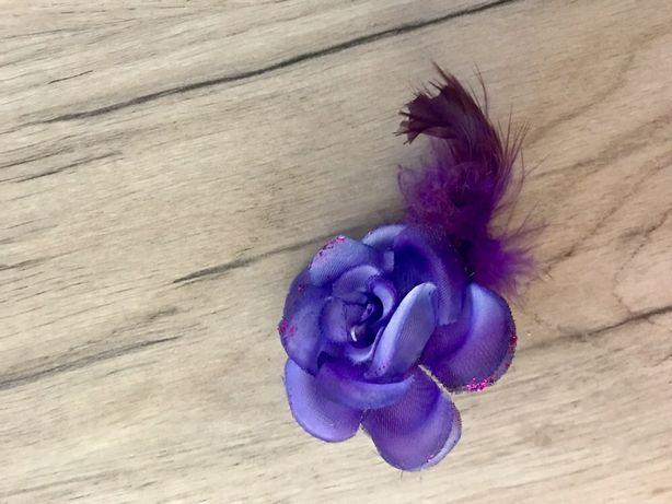 Ozdoba do włosów- fiolet kwiat z piórkiem
