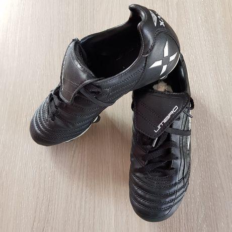 Buty korki UMBRO, chłopięce