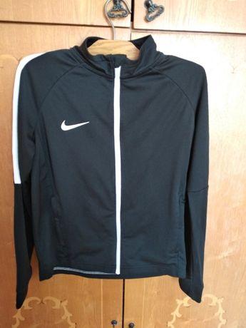 Спортивная кофта фирмы Nike в отличном состоянии