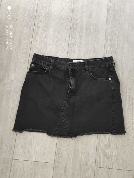 czarna spodniczna jeans