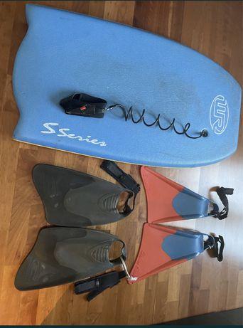 prancha bodyboard + 2 pares de pes de pato