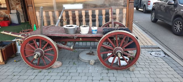 Zabytkowy wóz starodawny