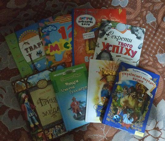 Набір дитячих книг українською мовою + набір іграшок-динозаврів