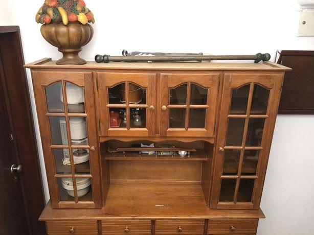 Armário com porta de vidro (madeira)