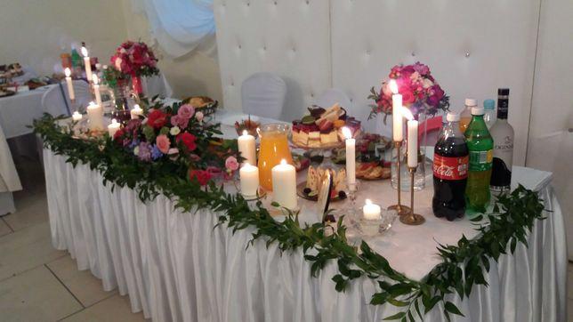 Ściana slub wesele stół  młodych