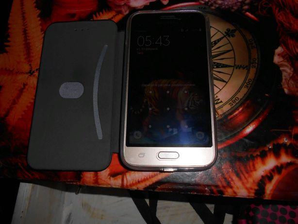 продаю телефон SAMSUNG J1