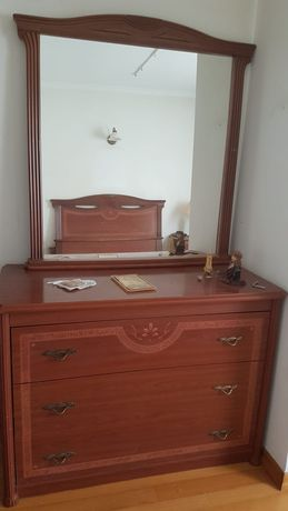 Mobilia Quarto, com cama casal, comoda com espelho e duas mesas de cab