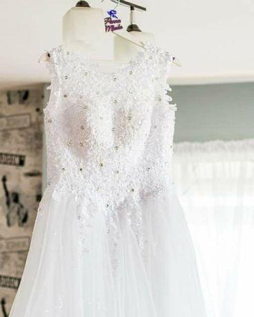 .Suknia ślubna.